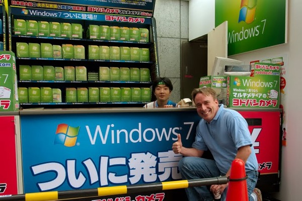 linus-torvalds-gives-windows-7-a-big-thumbs-up